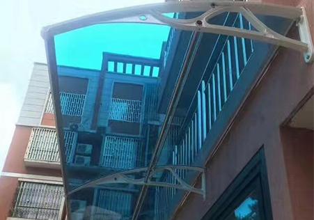 简易式遮阳雨棚