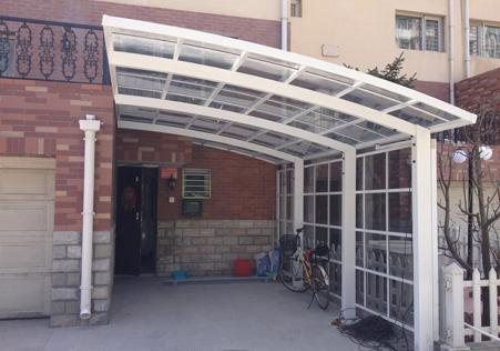 侧封式自行车停车棚